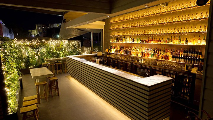 http://www.visitbrisbane.com.au/~/media/products/2015/april-2015/elixirrooftopbar_20150408_wide.ashx